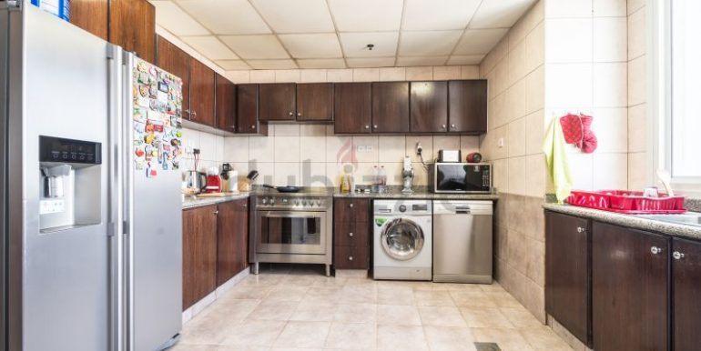 Flatmate wanted in Dubai Marina, master room in huge new 3 bed apt8