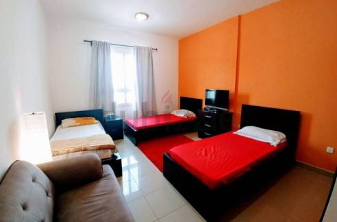 Fully furnished luxurious bed space for decent bachelors