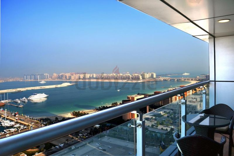 Luxury Bed Space Master Room In Dubai Marina Sea View New Apartment only ladies
