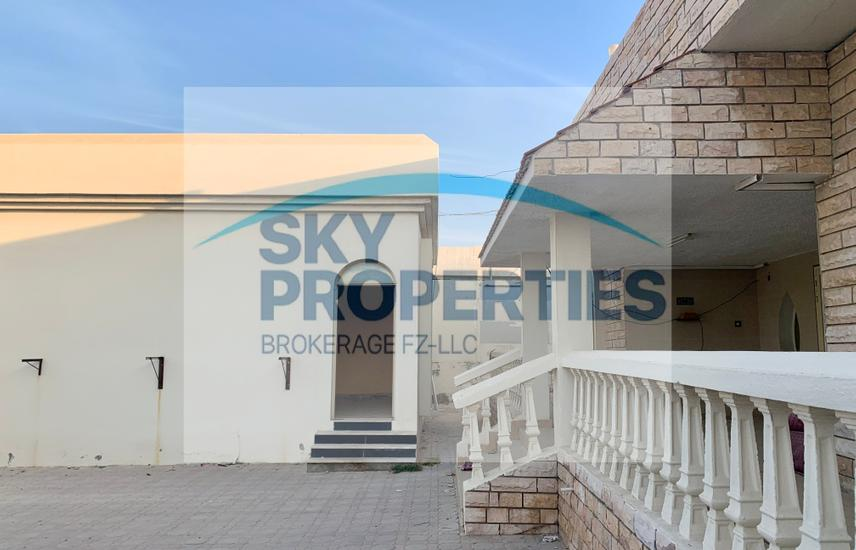 Villa 4 Bedrooms with Majlis for rent   Great location