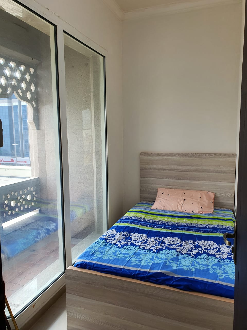 Partitions for Couples & Singles in 1000/Aed Including Everything in Bur Dubai