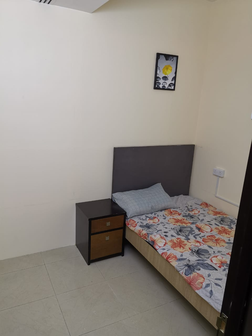 Couples Rooms with Attach Washroom in @2000, A/Ac, Inclusive All, Near to Metro in Bur Dubai